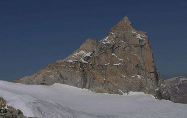 Le Mansail South, un autre beau sommet avec plusieurs voies possible. Vierge bien entendues