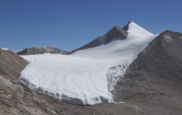 """""""Son Himal"""", le sommet de Sonia... Qui restera vierge encore quelque temps.  A réaliser depuis Clear Water Camp."""