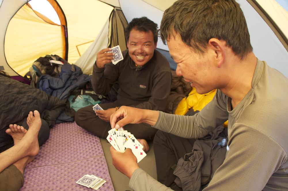 L'équipe Népalaise, qui commence à savoir comment s'organiser en altitude...