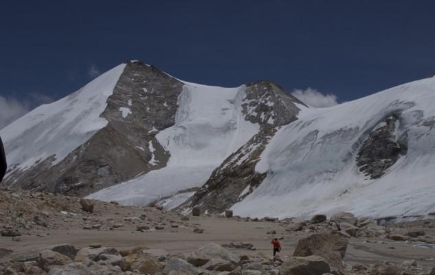 D'autres sommts à gauche de la tête Est du Replat à partir de Beach Camp.  Le Son Himal...