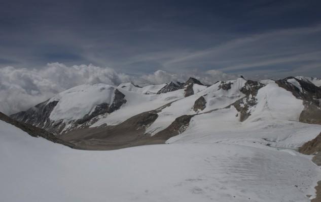 Les trois sommets à gravir depuis le Mansail Base Camp.  a gauche le Dong Mar., le plus beau.