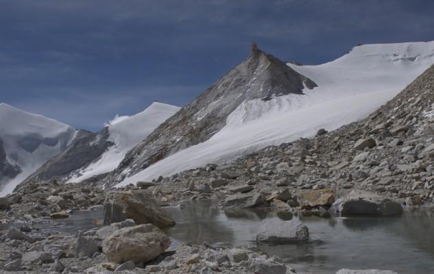 Dans la première vallée, à partir du camp de base du Mansail, trois sommets à gravir. A priori, seul le Dong x a été gravi.