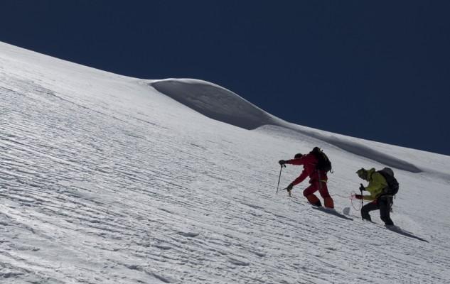 Un peu plus haut... La neige est aussi plus profonde et c'est Jeff qui trace !