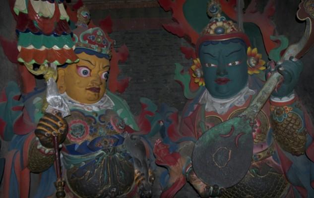 Des statues superbes des protecteurs des quatre directions.