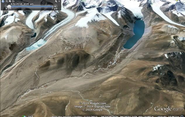 le grand lac et le petit sommet du Lapche Tsochung.