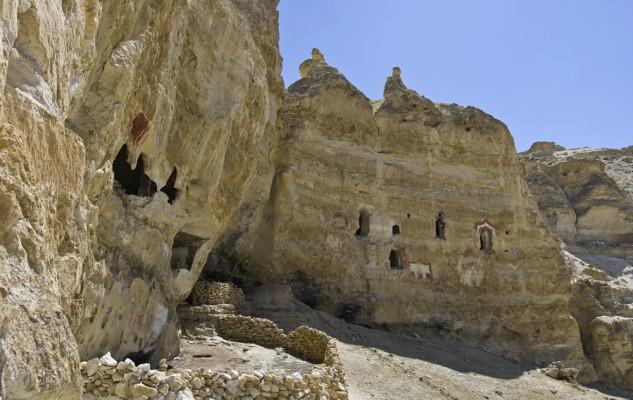 Le site de Rindzin Ling. Bravo... il s'agit maintenant de réussir à atteindre l'entrée de la grotte.