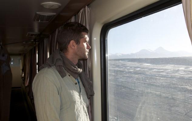 Julien, bien pensif en regardant le paysage défilé...