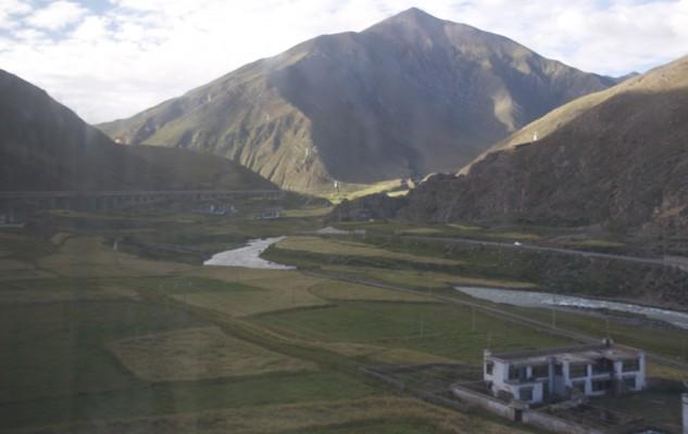 En descendant vers Lhasa, d'autres paysages.