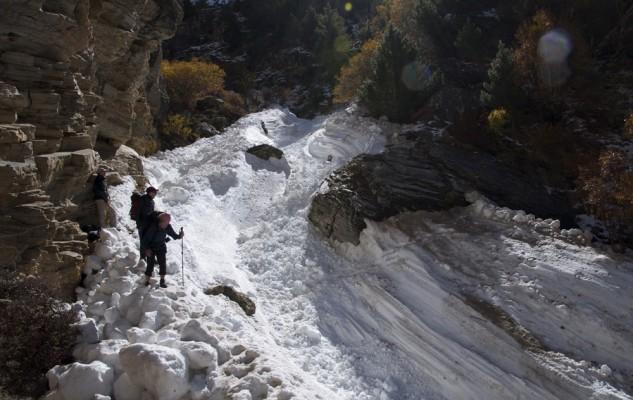 Vers Kyang, des avalanches dans tous les vallons et un sentier parfois très exposé