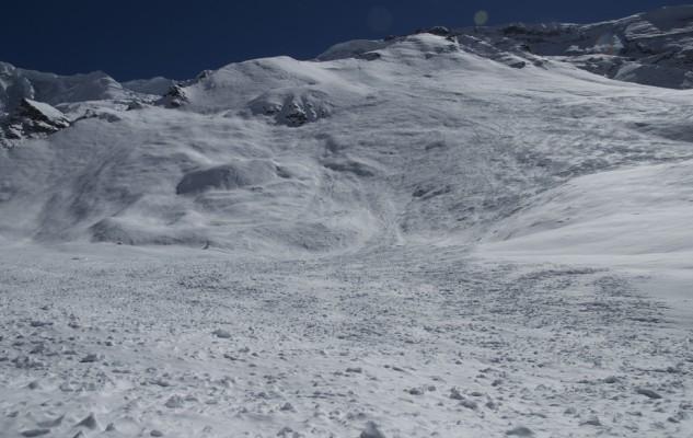 Le camp de base de Kari Kobler. Sous une avalanche ! A la même date en 2013, plus de 50 personnes y séjournaient