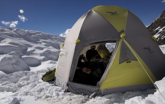 La tente mess SALEWA, un élément de confort important. Surtout avec toute cette neige.