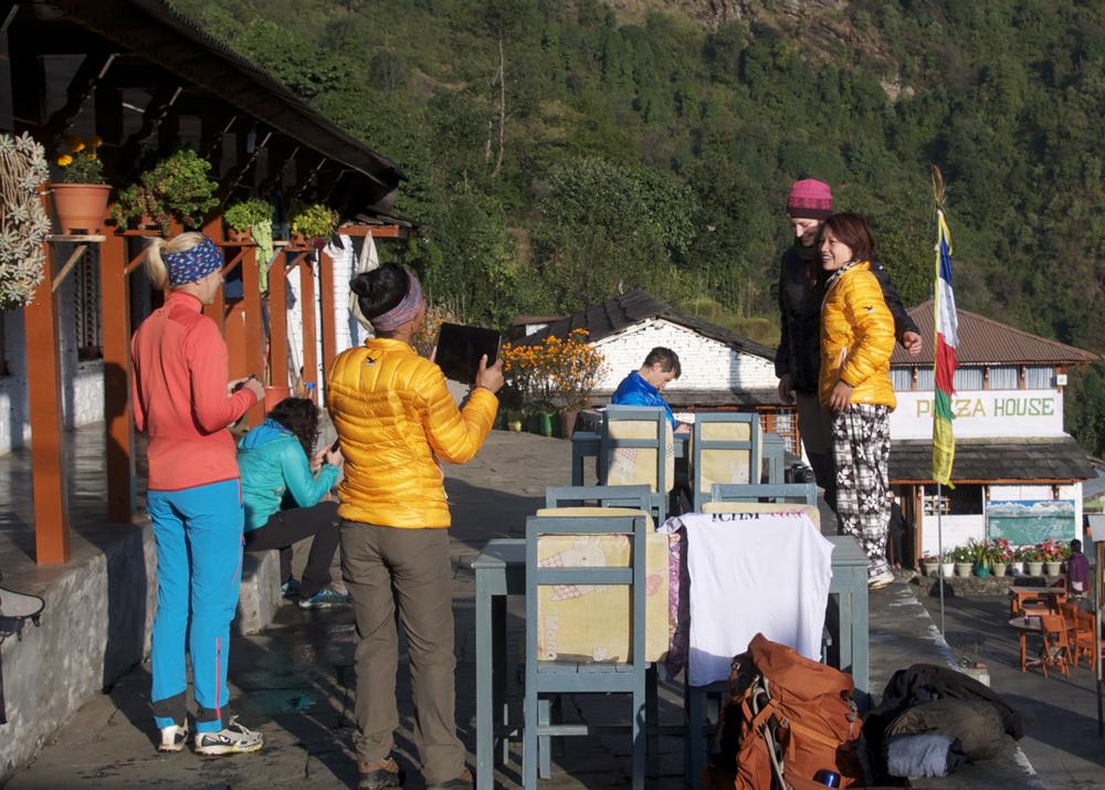 A Chhomrong, ambiance prise de vue devant l'Annapurna South. La lumière du matin est superbe.