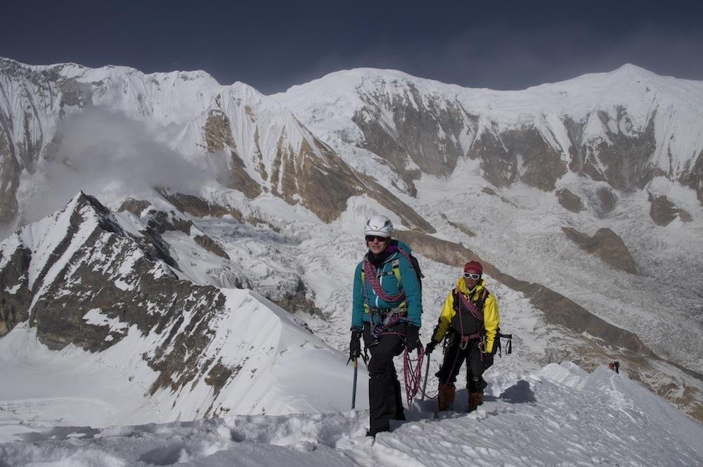 Presque au sommet du Tharpu Chuli en 2014. Simplement encordé, comme dans les Alpes.