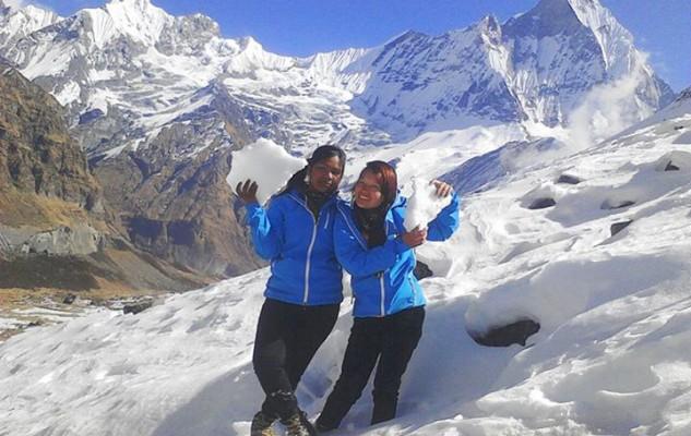 Puspa et Muna, dans la neige de l'Annapurna Base Camp.