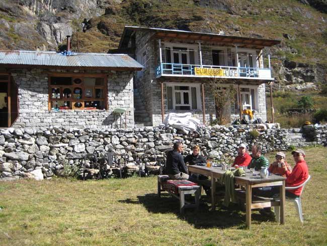 Devant le lodge de Kharma à Langtang Village. Il n'en reste rien !