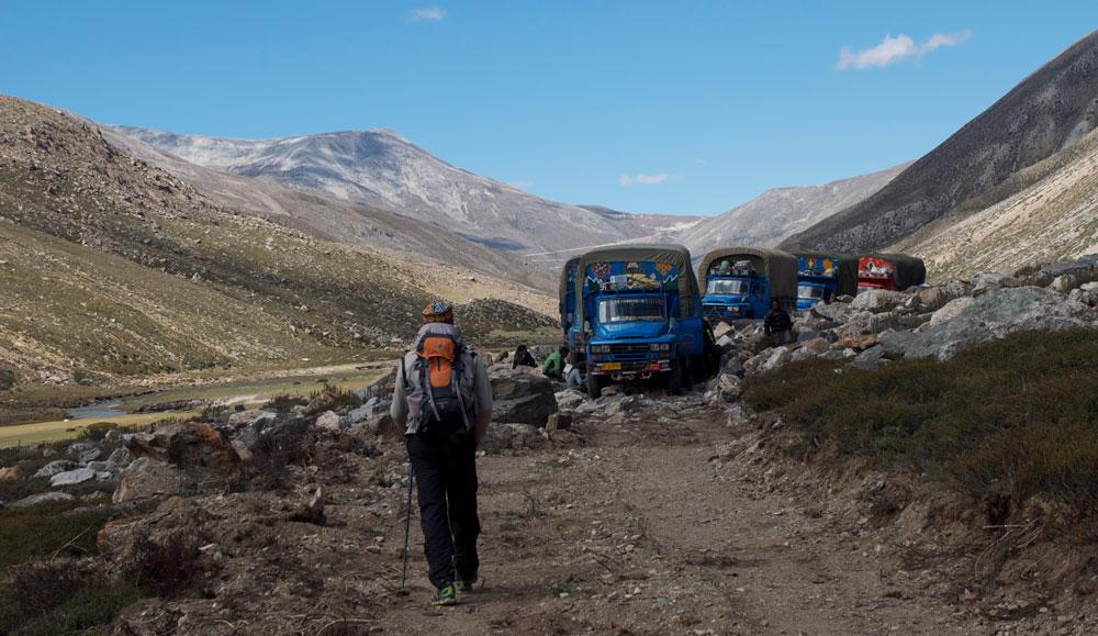 Une des réalités de la vallée de Limi... Des camions chinois qui arrivent du Tibet !
