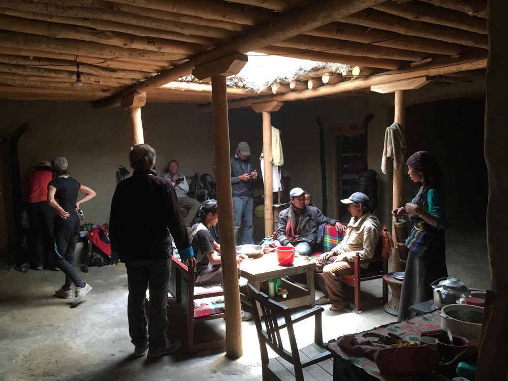 A Nyamdo, dans le tout nouveau Mansail Lodge tenu par un jeune couple adorable et dynamique. Il faut absolument faire le détour et y rester une nuit. C'est aussi un petit clin d'oeil à Jocelyn, rédac chef de Wider, qui lors de son passage, l'automne passé  a suggéré le nom du lodge.