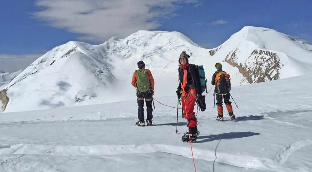 Depuis le col de Dhye, première vision du grand glacier du Khumjungar.