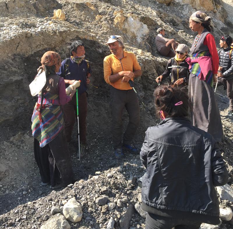 Puis, un peu avant le Yara, tous les villageois travaille à l'adduction d'eau. Un problème récurent...