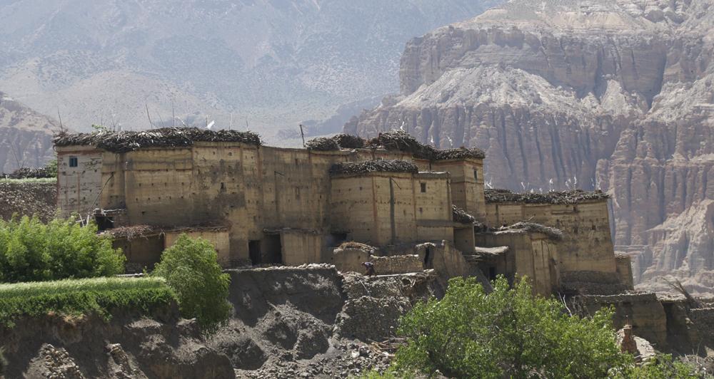 Tetang, l'un des plus beaux villages du Mustang. Malheureusement nous apprendrons que les maisons ont beaucoup souffert du dernier tremblement de terre.