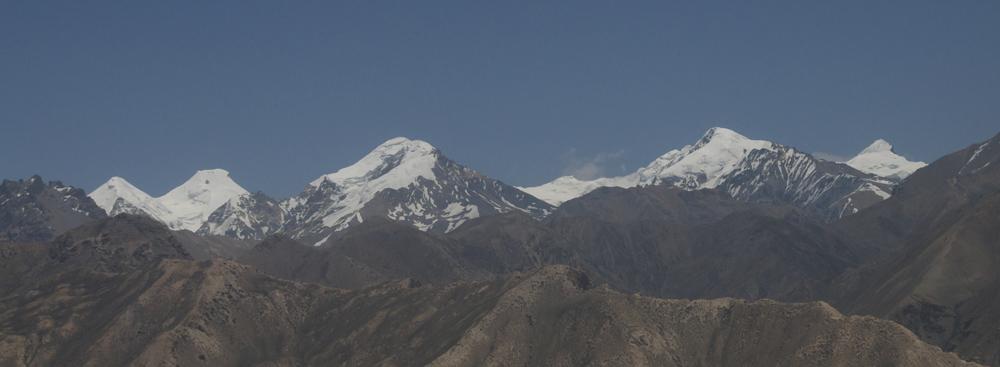 La vue sur le versant Sud-Ouest du massif du Damodar, avec l'un des sommets que nous allons gravir.  C'est aussi le projet pour le printemps 2016. Faut pas mollir...