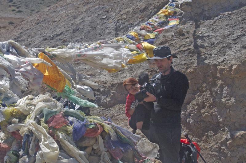 Tonio en plein travail. Bientôt tous les népalais, mort de rire, l'appelleront Bothe Kukur !