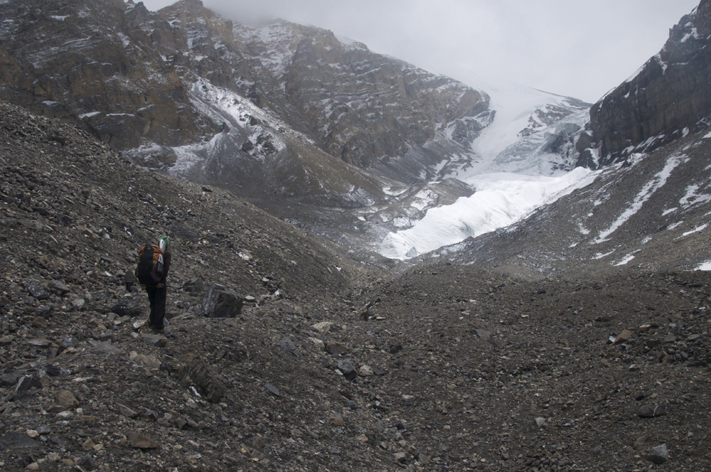 Dans la dernière partie de notre montée à l'ABC, qui se trouve juste au pied du glacier. Le terrain a radicalement changé d'ambiance.