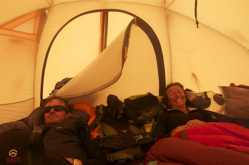 Sonia et Loic, dans l'enfer de la vie en tente d'altitude.