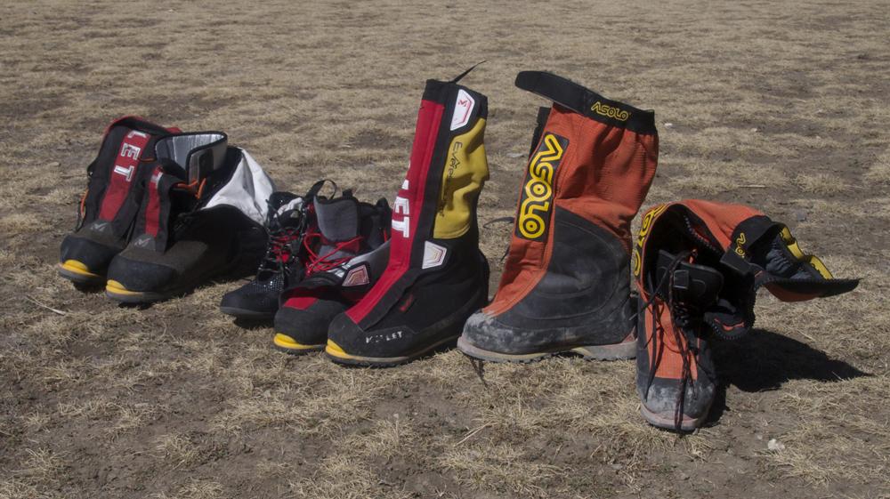 La catégorie des chaussures de haute altitude, avec chausson intérieur et guêtre incorporé. Everest Summit de Millet et Manaslu de Asolo.