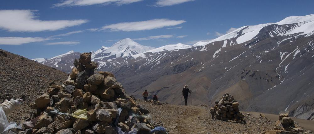 Le premier col sur le retour, encore bien haut à plus de 5000 m. Un aitre nous attend avant Ghuma Thati.