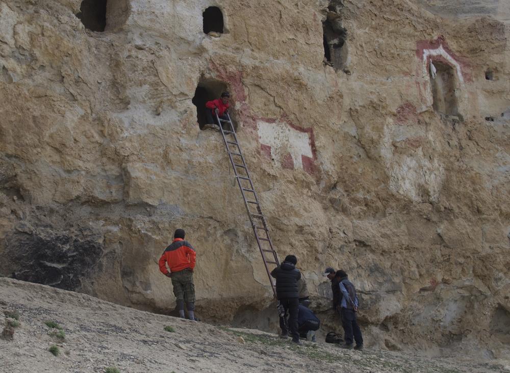 Il faut bien-sûr des échelles pour atteindre l'entrée de la grotte.