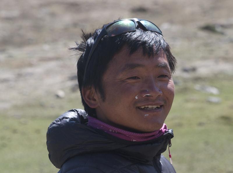 """Bishal, au printemps 2015. Très content d'avoir mener son équipe avec succès dans l'ouverture du """"Chainon manquant"""" au Mustang."""