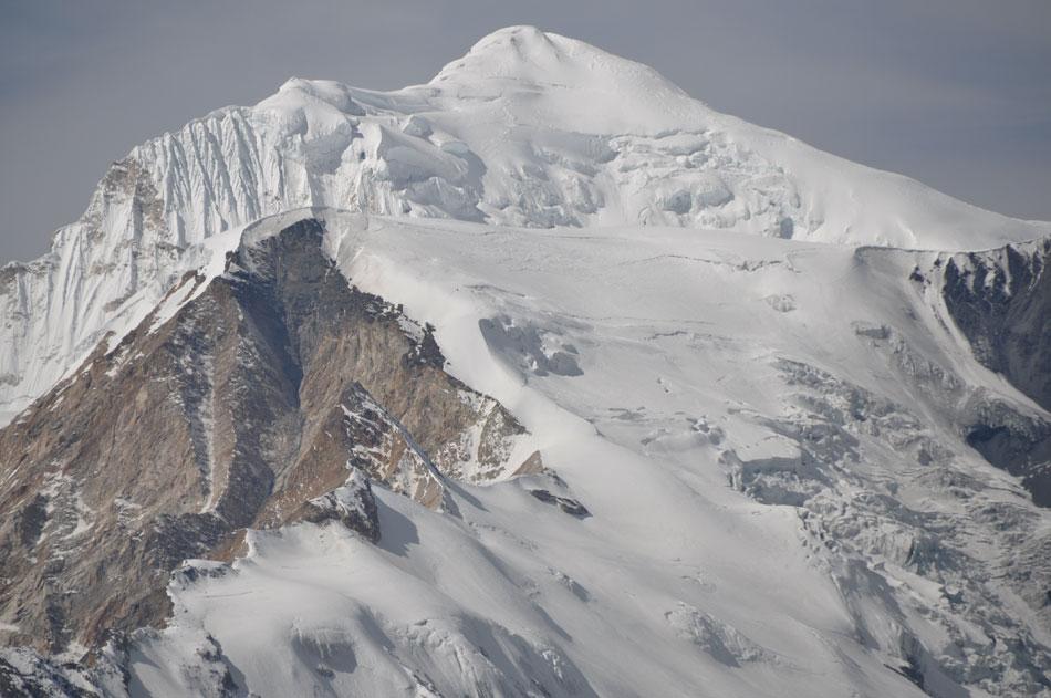 Une belle et grande montagne.