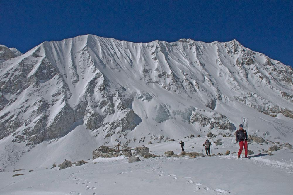 Au passage du Larkye Pass, très enneigé au printemps.