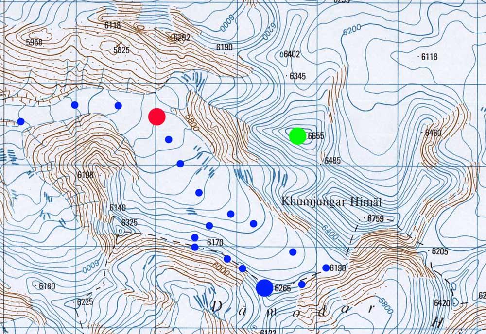 Depuis le point vert, le Keiko Kangri, le point bleu ne devrait pas être trop difficile ? Le point rouge représente le Puspa Camp !