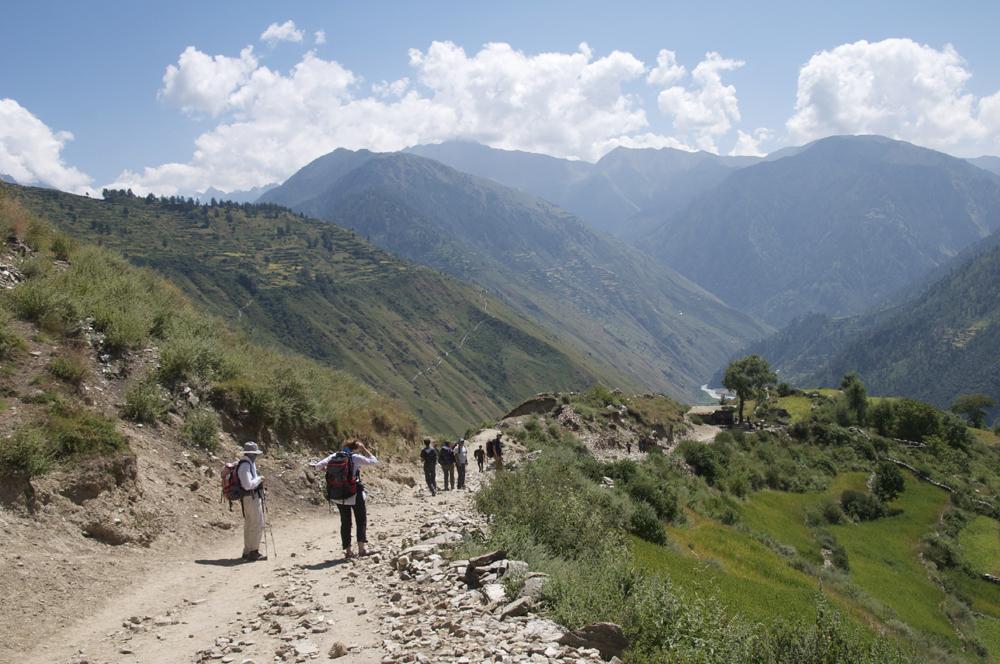 Au départ de Simikot. cette fois nous descendons la vallée. les sentiers sont larges et très simples.