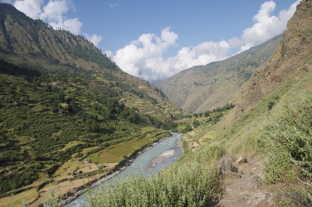 Une vue vers la vallée d'où nous arrivons et au loin Gyagruk.