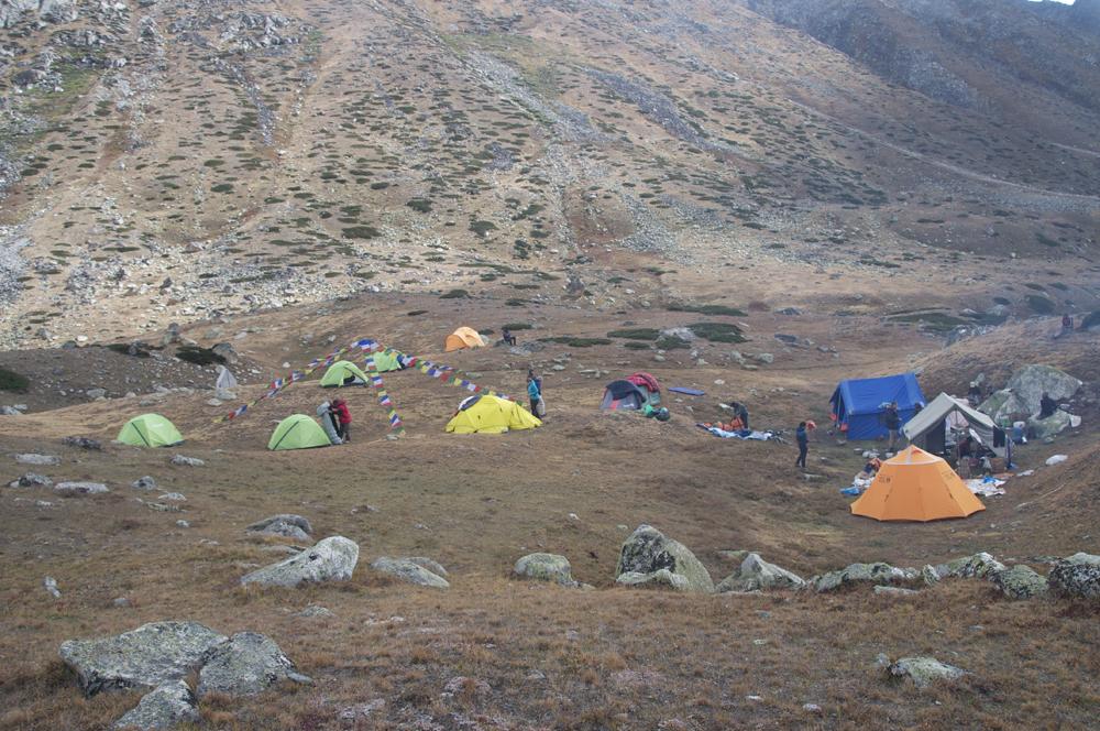 Et le camp  au pied du col. Nous y resterons une journée pour un repos bien mérité.