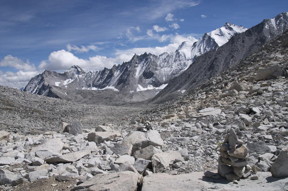 Le col, que j'avais nommé Nying La mais qui pour les locaux s'appelle le XXX. C'est un col régulièrement traversé par les mules avec un sentier difficile versant Limi, mais plus simple versant Chang La.