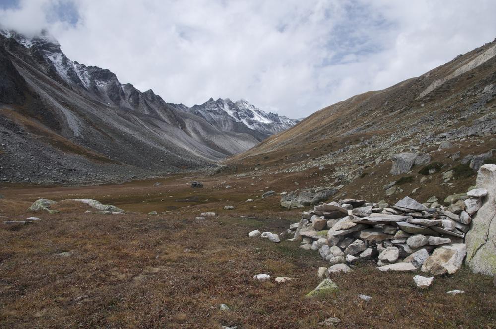 Juste au-dessus de la vallée, un emplacement de camp très agréable.
