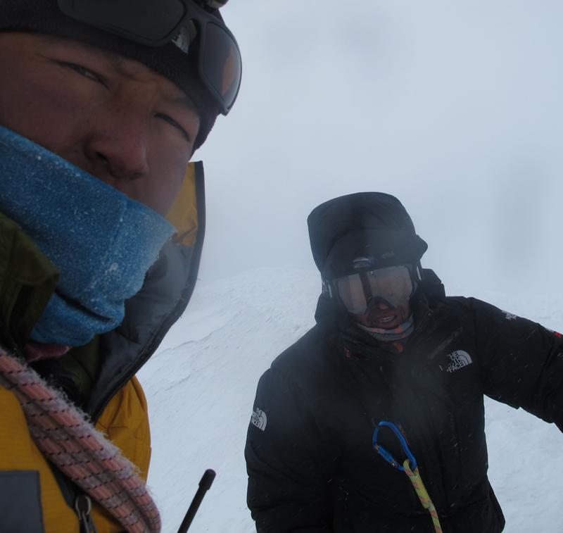 Jangbu, le roi du Selfy, même à 7000 et même avec l'arrivée du mauvais temps !