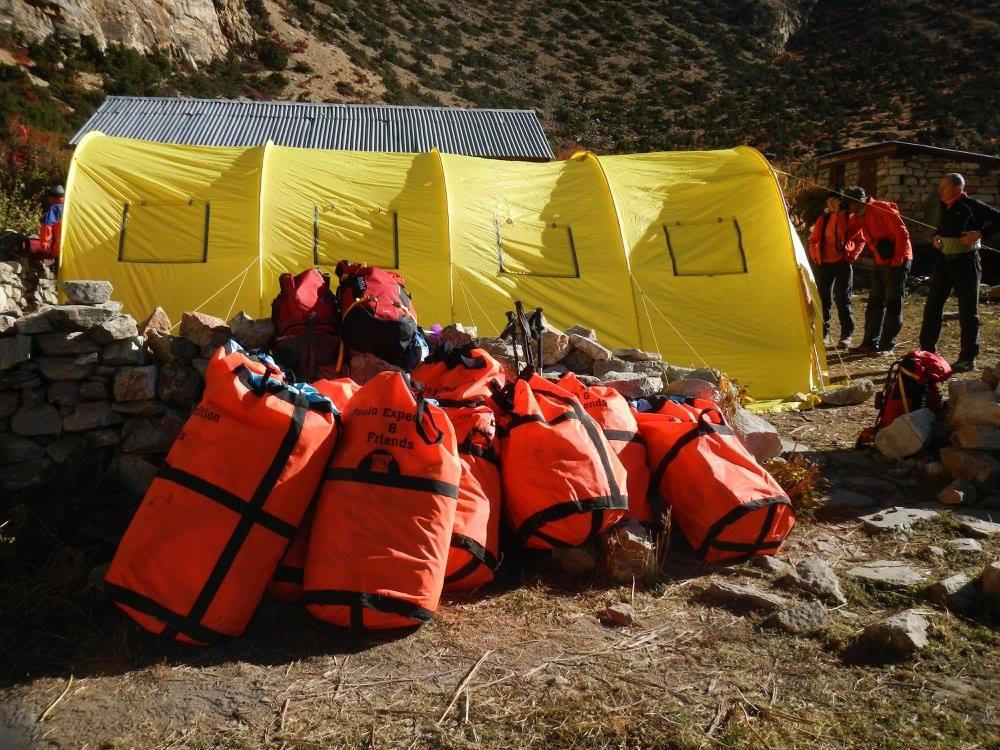 A Kyang... l'équipe s'organise pour un trek jusqu'au camp de base.