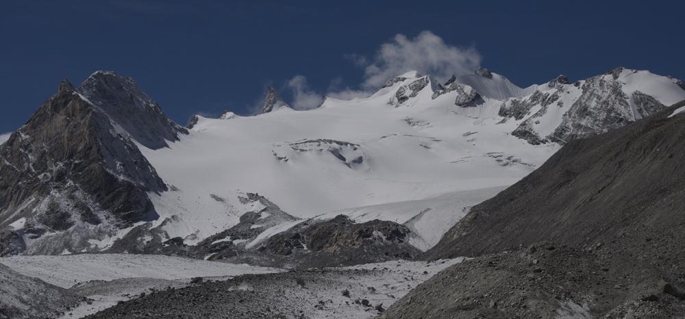 De très belles montagnes et des cols aisément franchissables. Idéal aussi à ski de rando !