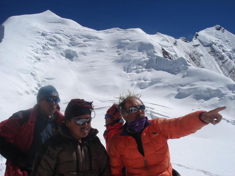 Mais quels sont ces sommets à côté du Dhaulagiri ? Avec Dorje et Deepen.