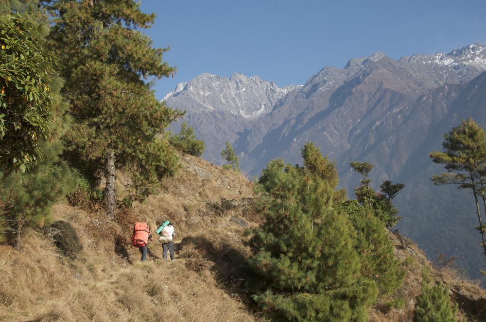 En montant au Langtang, une vue lointaine sur les plateaux qui m'intéressent...