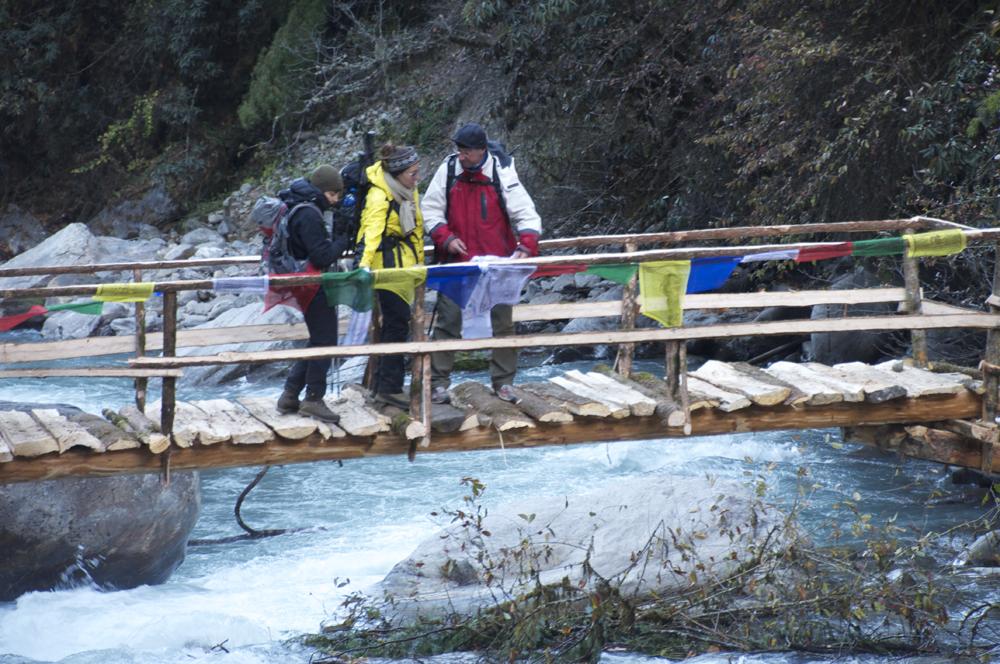 Le nouveau pont du sentier du Langtang. La reconstruction avance !