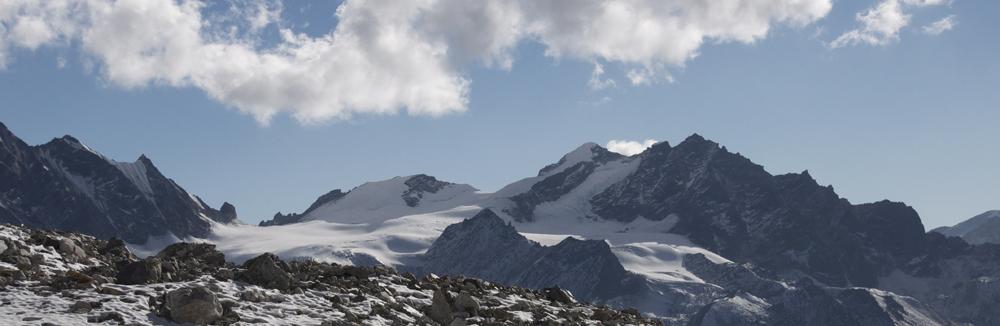 Le versant Nord du massif du Ganja La Himal.