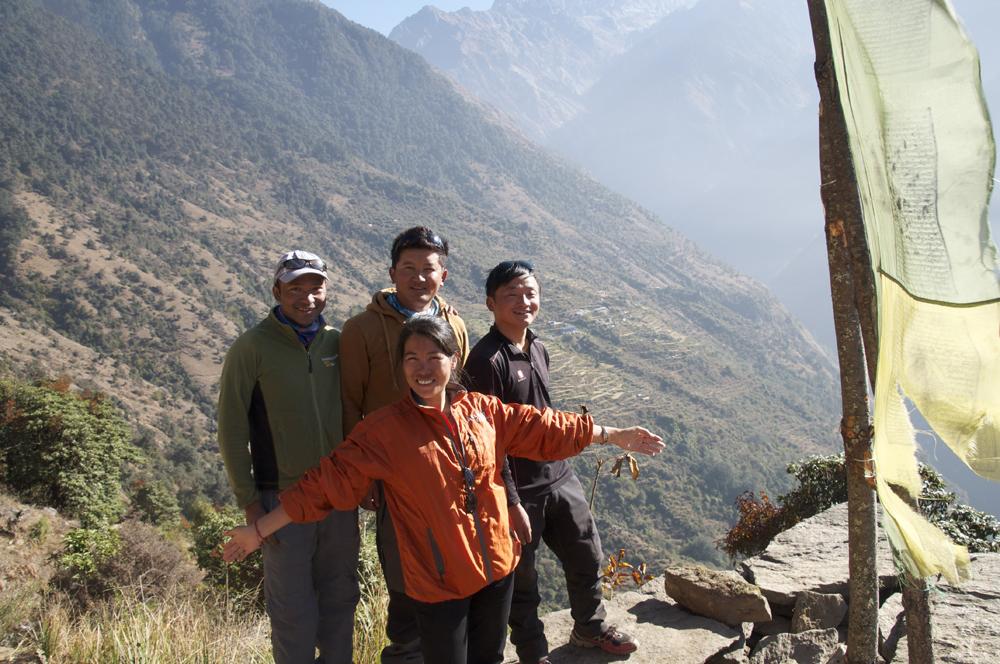 Futi Sherpa, avec de gauche à droite, Bikram, Jangbu et Bishal.
