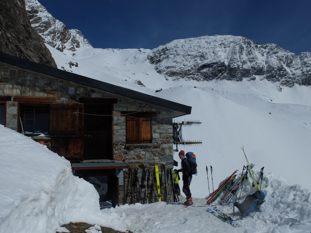 Le refuge Aosta. Un véritable nid d'aigle à l'abri des avalanches.