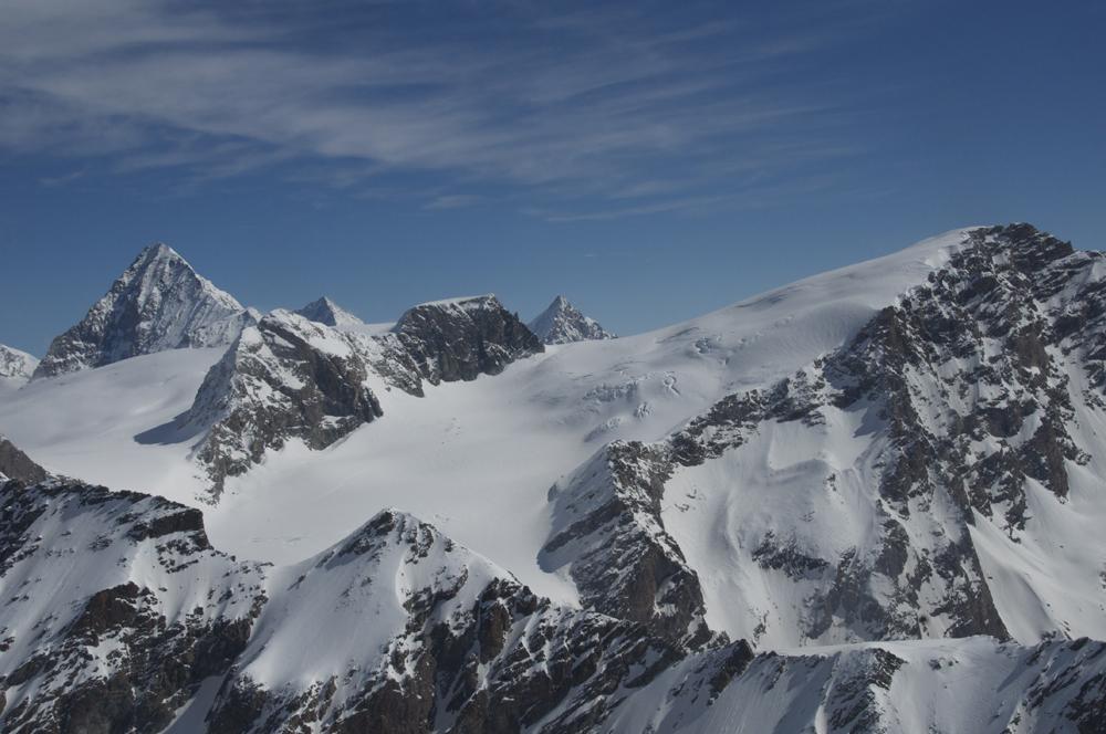 Au loin, la Tête de Valpelline et le passage vers Zermatt.